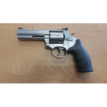 REVOLVER SMITH & WESSON 686 4""